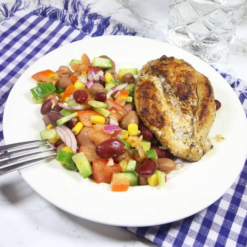 Lunchtips! Kycklingbönsallad! Klicka på bilden för recept!