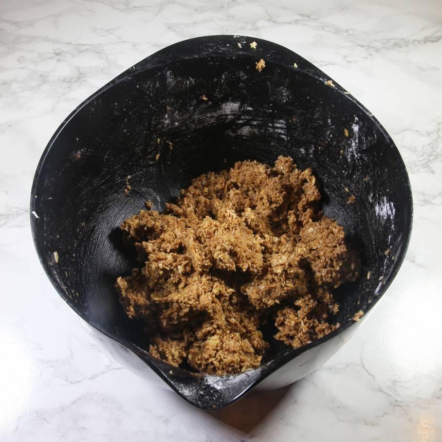 3. Blanda ner 1 msk kakao i smeten som finns kvar i bunken.
