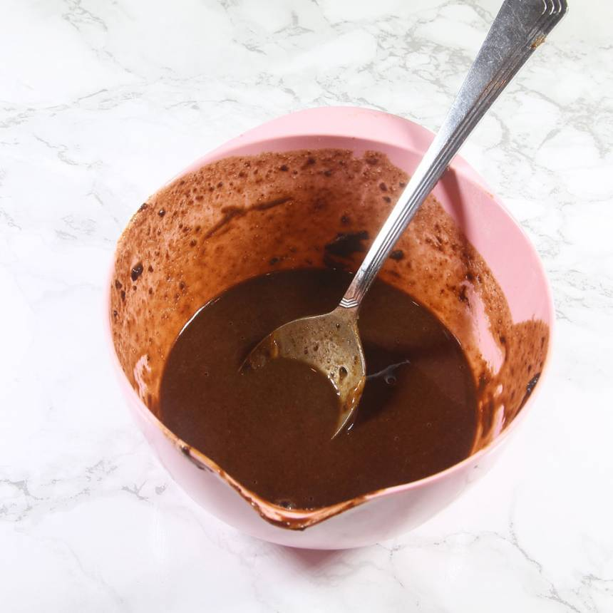 1. Blanda ihop alla ingredienserna i en skål.