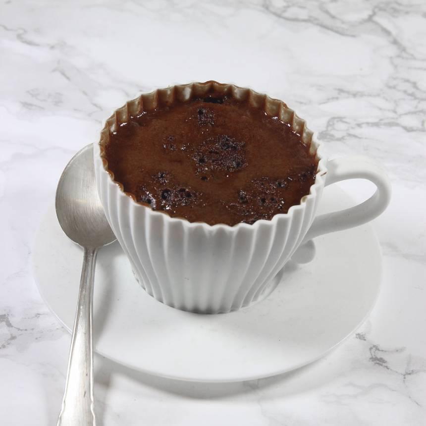 3. Kör koppen i mikron i ca 1 min. Ät direkt! Servera gärna med vispgrädde och bär.