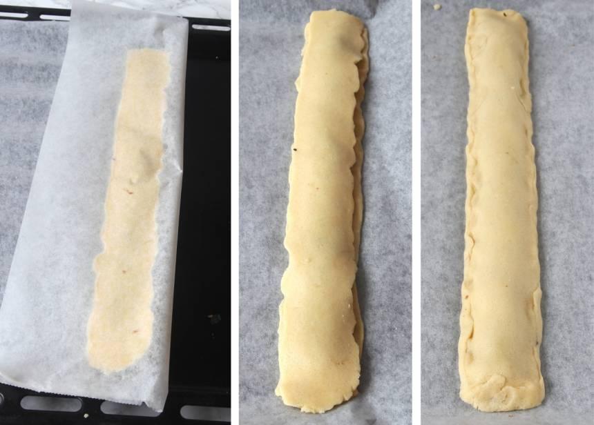 3. Grädda längderna mitt i ugnen i 13–15 min. Skär dem i sneda bitar medan de fortfarande är varma. Låt kakorna svalna på plåten.