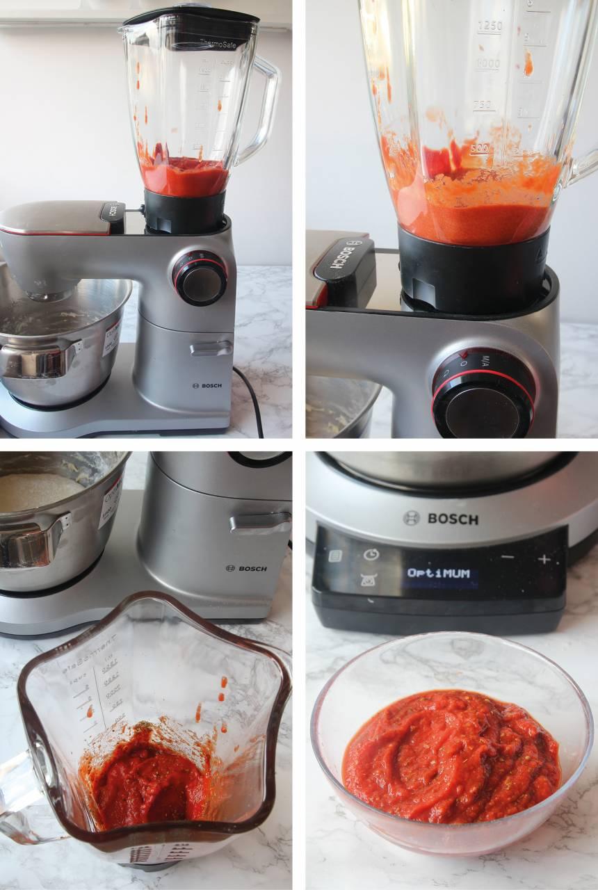 2. Tomatsås: Mät upp rätt mängd ingredienser till såsen. Den inbyggda vågen i maskinen känner av vikten i mixern. Mixa krossade tomater och tomatpuré i en mixer till en slät sås. Rör i oreganon efteråt.