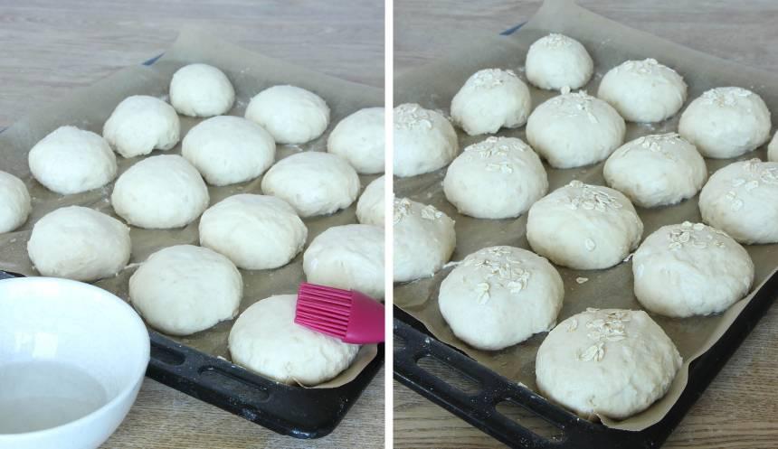 4. Pensla bröden med uppvispat ägg eller vatten (ägg ger en blandare yta) och strö över havregryn. 5. Grädda bröden mitt i ugnen i 10–13 min. Låt dem svalna på ett galler.