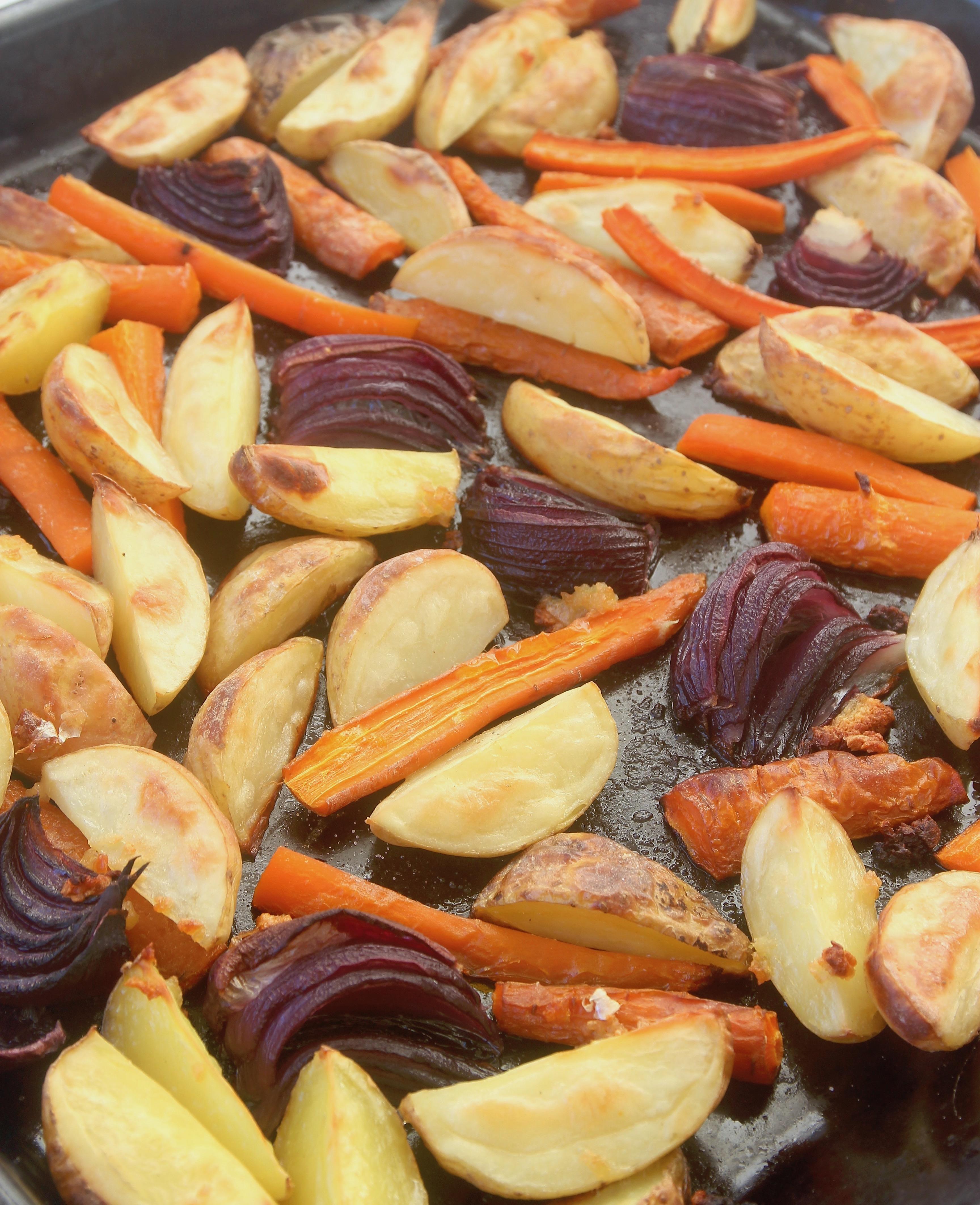 ugnsrostade morötter och potatis